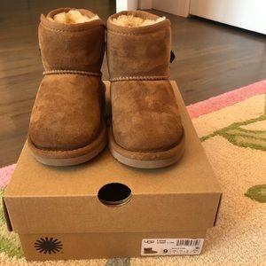 Ugg Toddler Idris boots size 9